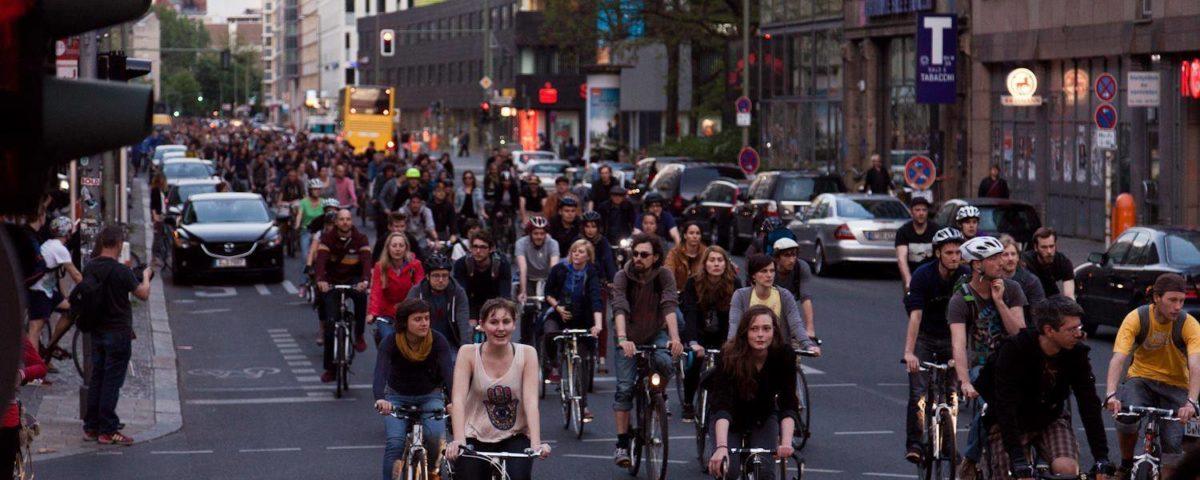 Radfahren in einer Gruppe, geschlossener Verband.